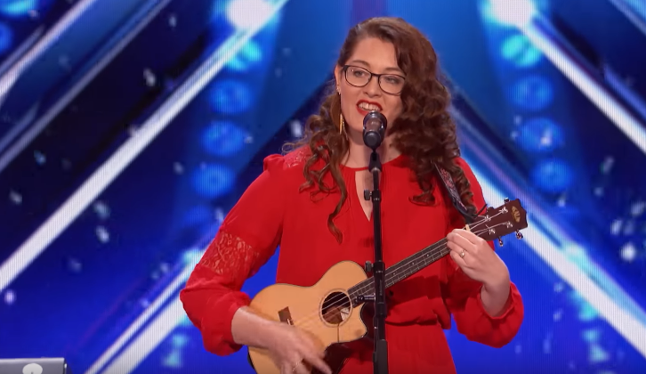 Mandy Harvey sings in front of a microphone.