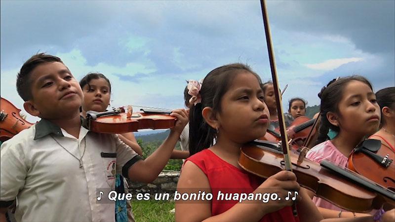 Still image from Our Musical Adventure: Zozocolco de Higalgo, Veracruz and Tziscao (Spanish)