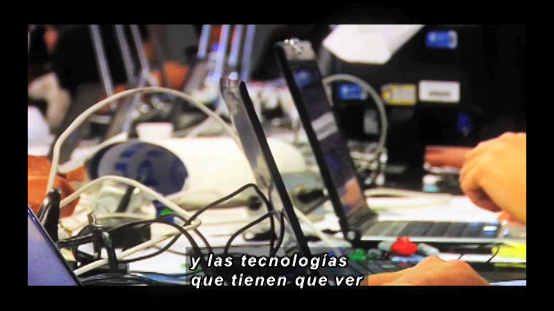Still image from Science And Technology - Telecommuting (Spanish)
