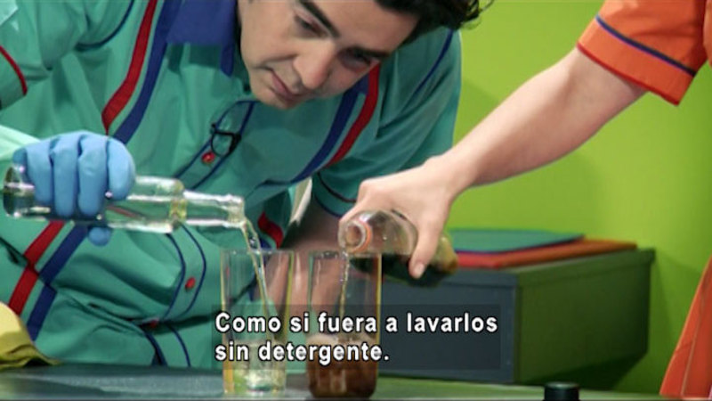 Still image from The House of Science: Detergent And Moon (Spanish)