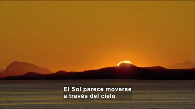 Still image from Science Video Vocab: Day And Night (Spanish)