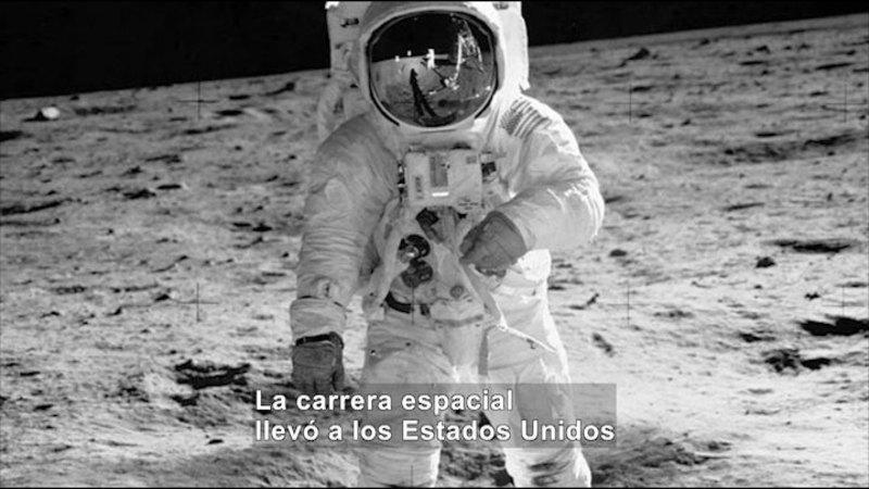 Still image from Social Studies Video Vocab: Cold War (Spanish)