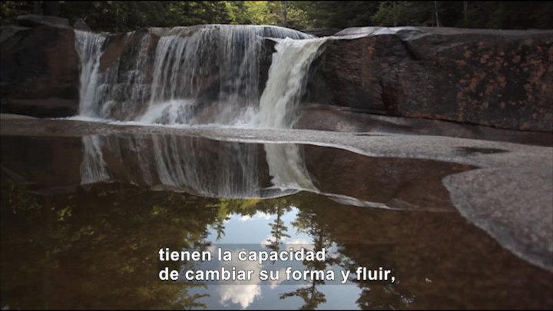 Still image from Science Video Vocab: Liquid (Spanish)
