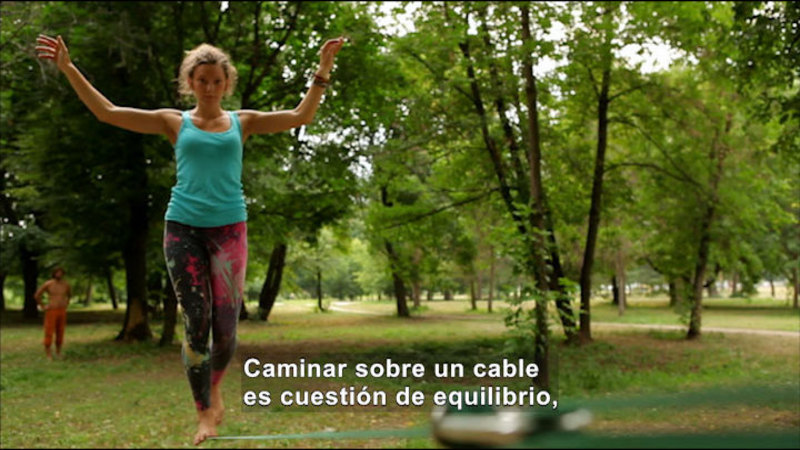 Still image from Science Video Vocab: Balance (Spanish)