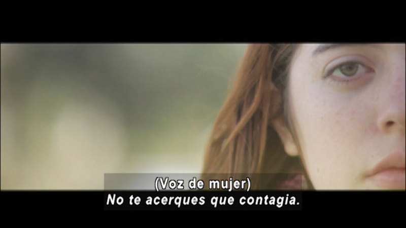 Still image from Don't Let Prejudices Talk For You: HIV (Spanish)