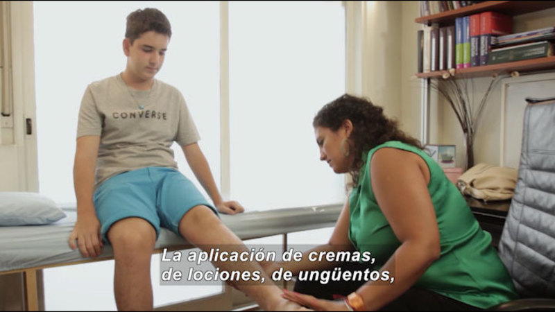 Still image from My Life With Myself: Living With Psoriasis (Spanish)