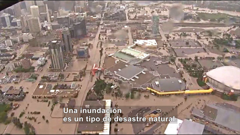 Still image from Science Video Vocab: Flood (Spanish)