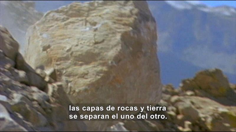 Still image from Science Video Vocab: Landslide (Spanish)